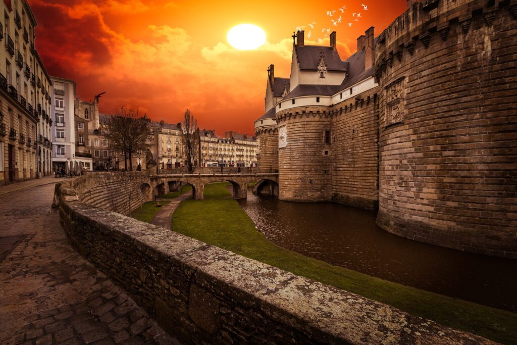 Chateau in Nantes, Learn English in Nantes, Practice English in Nantes