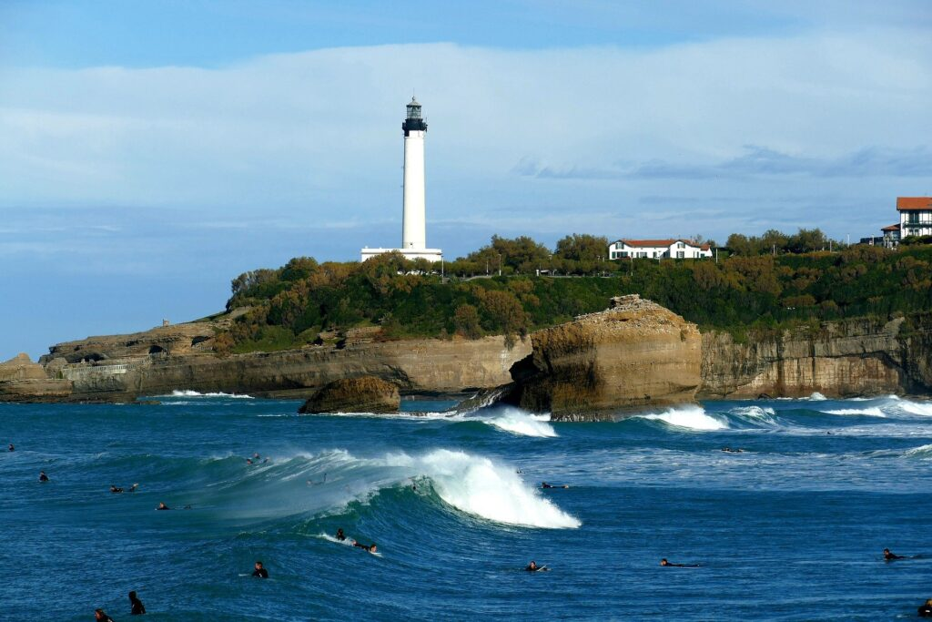 This image has an empty alt attribute; its file name is biarritz-Port-1024x683.jpg